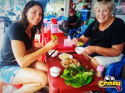 SAIGON CITY TOUR  – MORNING VIETNAMESE VEGETARIAN FOOD MOTORBIKE TOUR